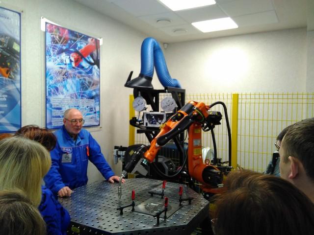 b8a4de51Сварочный робот