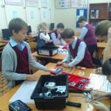 Группа 1 осваивает набор робототехники Lego Mindstorms
